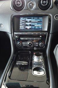 USED 2016 16 JAGUAR XJ 3.0 D V6 PREMIUM LUXURY 4d AUTO 275 BHP