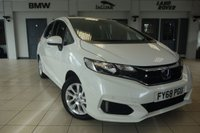 USED 2018 68 HONDA JAZZ 1.3 I-VTEC SE 5d 101 BHP FINISHED IN STUNNIG WHITE WITH FULL CLOTH SEATS + SUPERB SERVICE HISTORY + FRONT & REAR PROXIMITY PARKING SENSORS + DAB DIGITAL RADIO + CRUISE CONTROL + HDMI/AUX/USB INPUT + FUEL SAVING STOP/START FUNCTION + BLUETOOTH CONNECTIVITY + AIR CONDITIONING + 15 INCH ALLOY WHEELS