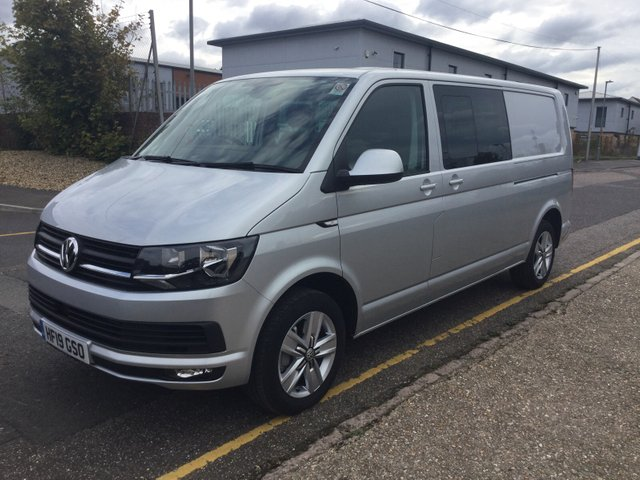 USED 2019 19 VOLKSWAGEN TRANSPORTER KOMBI T32 LWB Highline 150ps (2+1 Rear Seats, Cab Carpet, Discovery Sat Nav, Comfort Dash, Twin Side Doors)