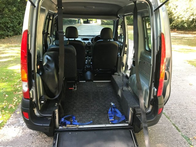 USED 2009 58 RENAULT KANGOO 1.6 AUTHENTIQUE 16V 5d AUTO 94 BHP AUTOMATIC LOW MILEAGE, WAV RAMP SCOOTER/WHEELCHAIR FREE DELIVERY POSSIBLE