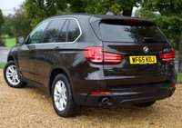 """USED 2015 65 BMW X5 3.0 XDRIVE30D SE 5d AUTO 255 BHP/ PRO SAT NAV/ XENONS ABSOLUTELY STUNNING 2015 BMW X5 3.0 XDRIVE30D SE 5d AUTOMATIC 255 BHP/ COMES WITH PRO SAT NAV/ HEATED SEATS/ CREAM LEATHER SEATS/ CRUISE CONTROL/ BLUETOOTH/ XENONS/ LANE CHANGING WARNING SYSTEM/ WITH FULL MAIN DEALER BMW SERVICE HISTORY/ LAST SERVICE 30/07/2019 @92K MILEAGE/ 1 YEAR NEW MOT/ ROAD TAX £200,- ANNUAL/ 1 OWNER/ 2 KEYS/ WARRANTY/ HPI CLEARED/  BOOK A TEST DRIVE TODAY!  APPLY FOR A CAR FINANCE ON OUR WEBSITE PAGE """"FINANCE""""."""
