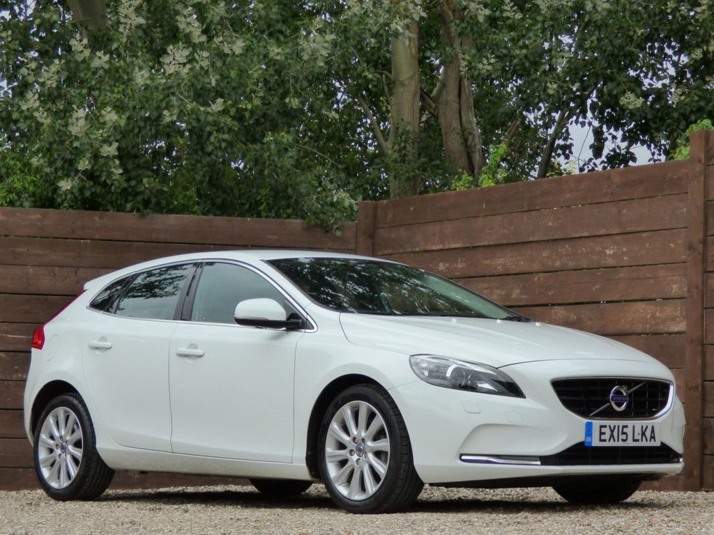 USED 2015 15 VOLVO V40 1.6 D2 SE LUX 5d 113 BHP