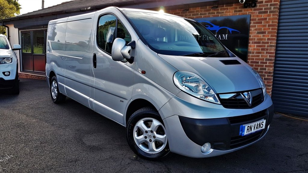 USED 2014 14 VAUXHALL VIVARO 2.0 2900 CDTI SPORTIVE LWB 113 BHP *** AIR CON - ALLOYS - B/TOOTH - PLY ***
