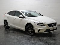 USED 2017 17 VOLVO V40 2.0 T2 R-DESIGN PRO 5d 120 BHP LOW MILEAGE + FULL VOLVO SERVICE HISTORY + SAT NAV + BLUETOOTH TELEPHONE