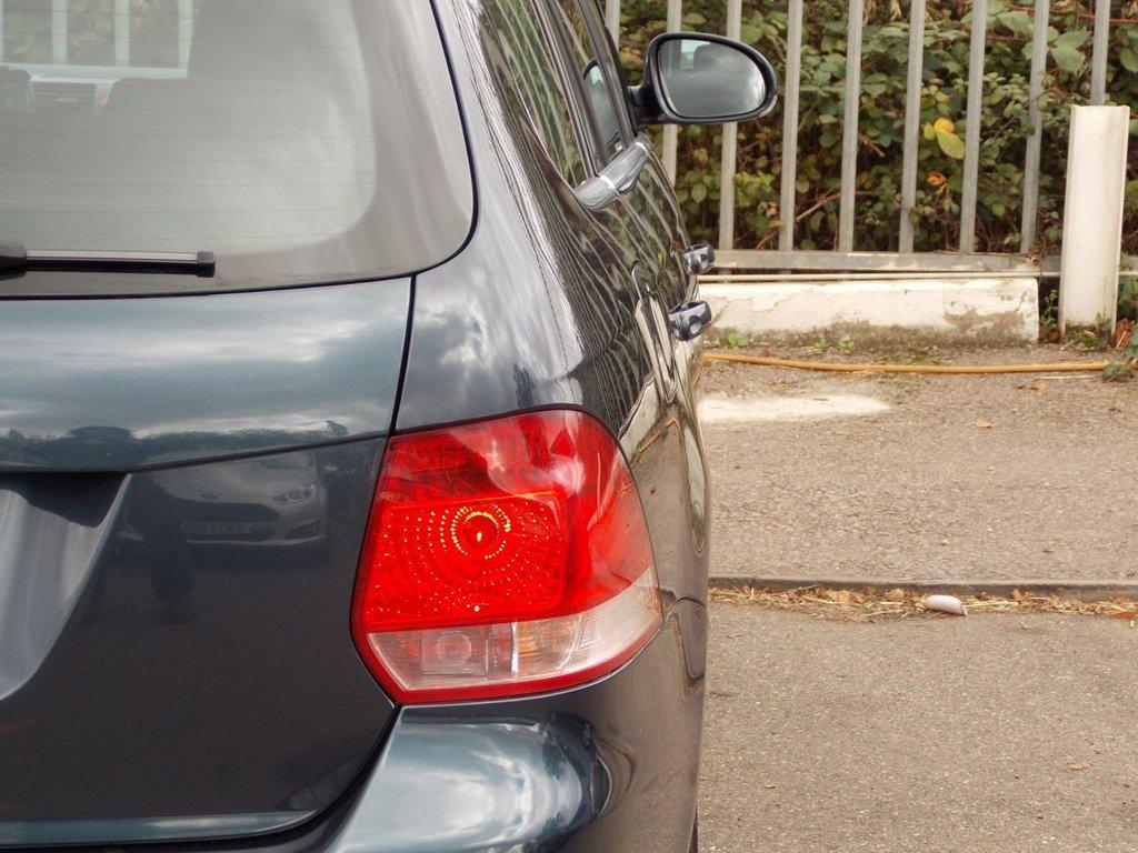 USED 2009 58 VOLKSWAGEN GOLF 1.9 SE TDI DSG DPF 5d AUTO 105 BHP