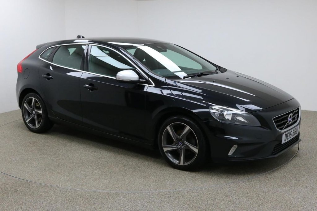 USED 2015 15 VOLVO V40 1.6 D2 R-DESIGN 5d 113 BHP FINISHED IN A STUNNING BLACK + BLUETOOTH + DAB RADIO + AUX/USB + STOP/START + DUAL ZONE CLIMATE CONTROL + AIR CON + MULTI FUNCTION STEERING WHEEL + SPEED LIMITER + ELECTRIC MIRRORS + ELECTRIC WINDOWS + AUTO LIGHTS + DIGITAL GAUGES + 17 INCH DIAMOND CUT ALLOY WHEELS