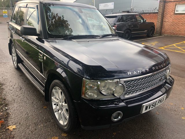 USED 2006 56 LAND ROVER RANGE ROVER 4.2 V8 SUPERCHARGED 5d AUTO 391 BHP Very clean throughout TV screens, DVD player, electric sunroof, fully heated electric leather interior