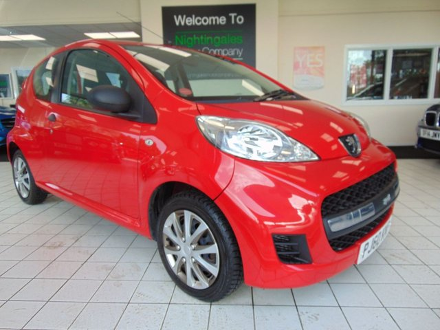 USED 2011 60 PEUGEOT 107 1.0 URBAN LITE 3d 68 BHP LONG MOT + SERVICE HISTORY + JUST SERVICED + NEW CLUTCH IN JAN 2019 + CD RADIO + CENTRAL LOCKING + LOW INSURANCE GROUP + £20 ROAD TAX + ELECTRIC WINDOWS + CUP HOLDERS