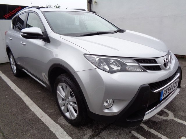 USED 2014 64 TOYOTA RAV4 2.2 D-4D INVINCIBLE 5d 150 BHP AWD 4X4 4WD full dealer service history reverse camera privacy glass parking sensors climate control alloy wheels
