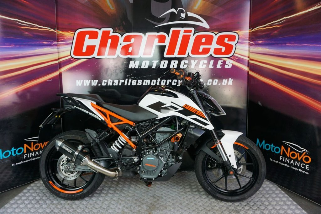 USED 2017 17 KTM 125 DUKE 17 KTM DUKE 125 Low Mileage. FINANCE AND DELIVERY AVAILABLE!