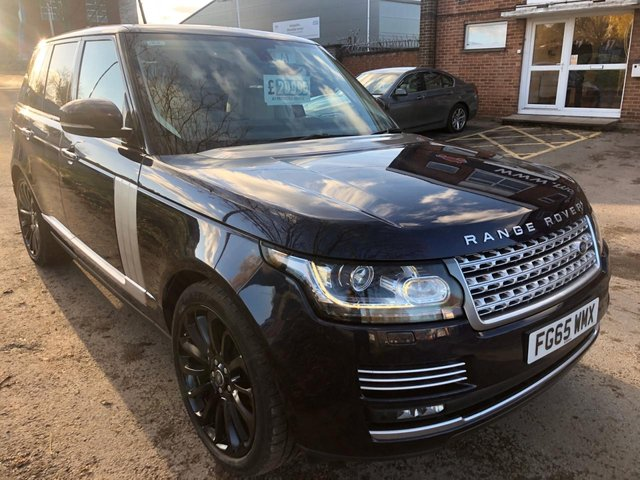 USED 2015 65 LAND ROVER RANGE ROVER 3.0 TDV6 VOGUE SE 5d AUTO 255 BHP PANORAMIC SUNROOF STUNNING 1 OWNER EXAMPLE WITH 4 SERVICE STAMPS, FULL HEATED LEATHER INTERIOR, PANORAMIC ROOF, SATELLITE NAVIGATION
