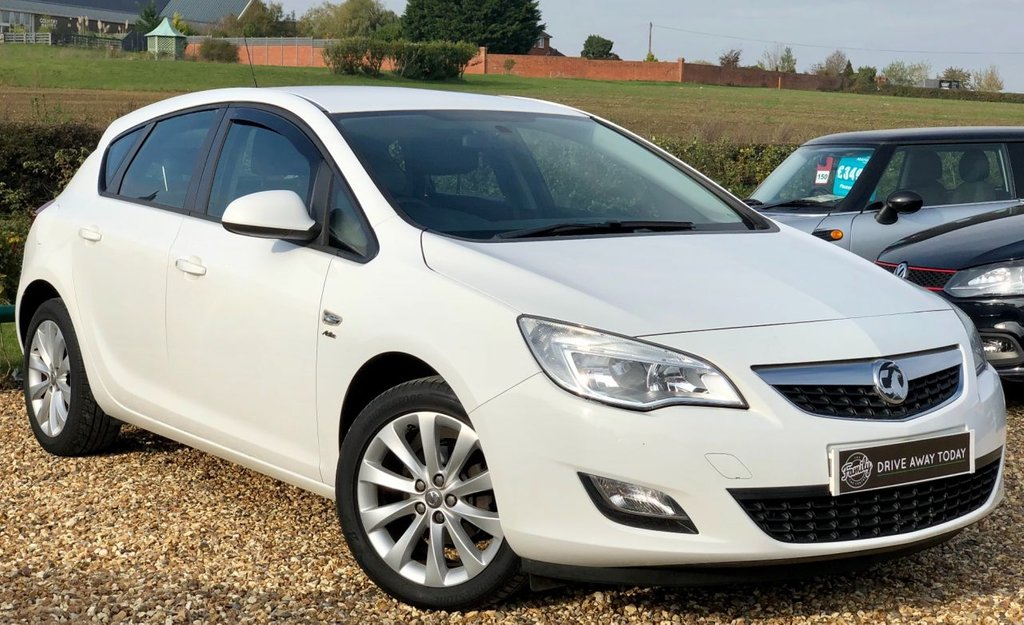 USED 2012 12 VAUXHALL ASTRA 1.6 ACTIVE 5d 113 BHP **FANTASTIC SPEC, FULL SERVICE HISTORY AND HALF LEATHER INTERIOR**