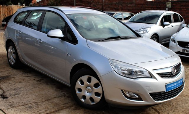 USED 2011 61 VAUXHALL ASTRA 1.6 EXCLUSIV 5d AUTO 113 BHP **** LOW MILEAGE AUTOMATIC ESTATE ****
