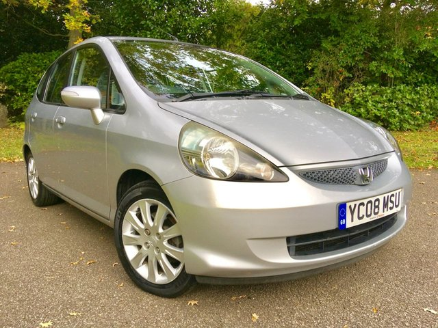 2008 08 HONDA JAZZ 1.3 DSI SE 5d AUTO 82 BHP ONLY 17,700 MILES / 1 PRIVATE OWNER/ X8 MAIN HONDA DEALER STAMPS