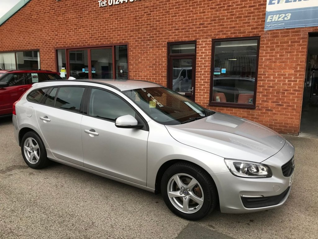 """USED 2017 67 VOLVO V60 2.0 D2 BUSINESS EDITION LUX 5DOOR 118 BHP DAB Radio   :   Sat Nav   :   USB & AUX   :   Automatic Headlights   :   Car Hotspot / WiFi      Cruise Control / Speed Limiter     :     Bluetooth Connectivity     :     Climate Control / Air Con   Rear Parking Sensors   :   16"""" Alloy Wheels   :   Full Volvo Service History"""