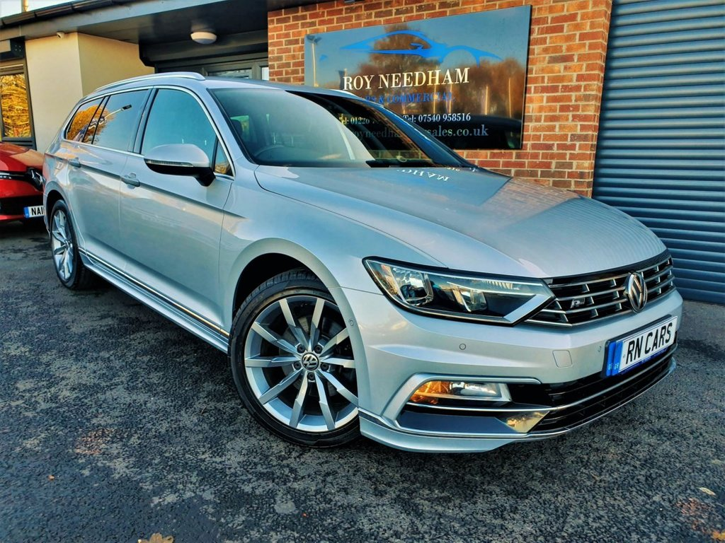 USED 2016 16 VOLKSWAGEN PASSAT 2.0 R LINE TDI BLUEMOTION TECHNOLOGY DSG 5DR AUTO 188 BHP *** SAT NAV - HALF LEATHER - SENSORS ***