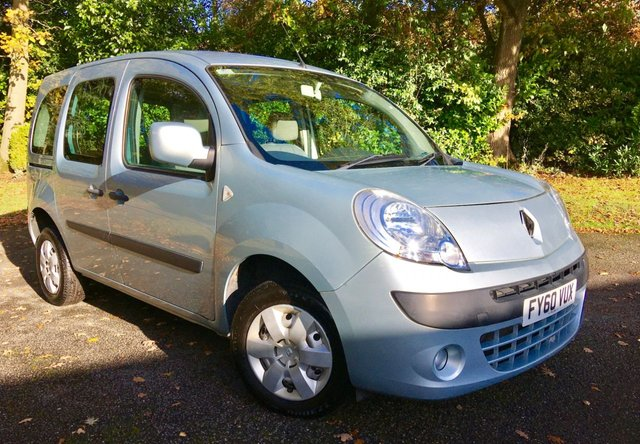 2010 60 RENAULT KANGOO 1.6 EXPRESSION 16V 5d AUTO 105 BHP ONLY 29,000 MILES / 5 SEATER / 2 OWNER/ FULL SERVICE HISTORY