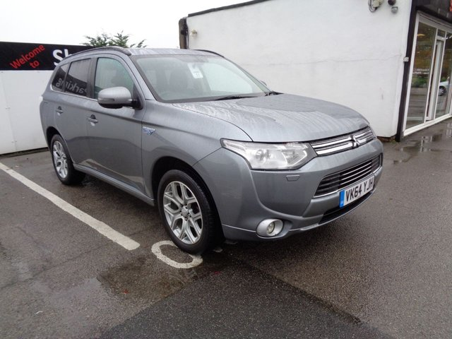 USED 2014 64 MITSUBISHI OUTLANDER 2.0 PHEV GX 4H 5d AUTO 162 BHP 4X4 AWD 4WD Satellite navigation sunroof parking sensors privacy glass half leather seats
