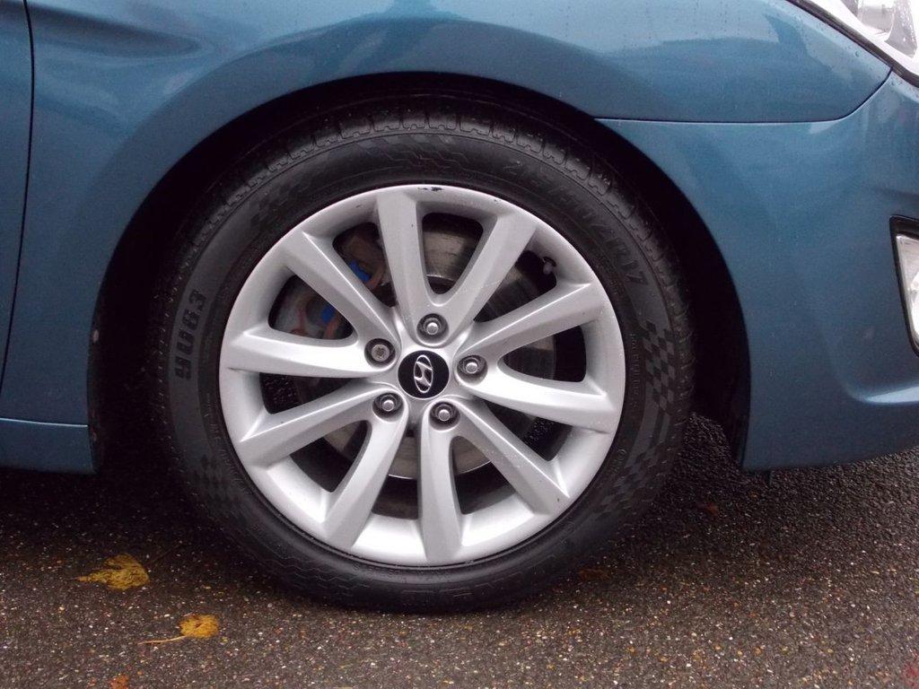 USED 2012 12 HYUNDAI I40 1.7 CRDI STYLE 4d AUTO 134 BHP