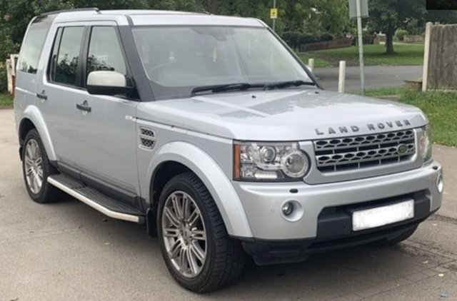 USED 2010 60 LAND ROVER DISCOVERY 3.0 4 TDV6 HSE 5d 245 BHP SATELLITE NAVIGATION - TWIN SUN / PANORAMIC ROOF - HARMAN KARDEN SOUND SYSTEM - PARKING SENSORS - TOWBAR FITTED - 3 MONTH WARRANTY