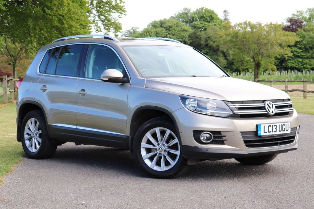 USED 2013 13 VOLKSWAGEN TIGUAN 2.0 SE TDI BLUEMOTION TECHNOLOGY 4MOTION DSG 5d AUTO 138 BHP 1 Owner+ Panoramic Roof +Parking Sensors Front Rear & Auto Parking + Cruise,
