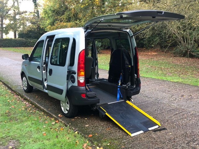 USED 2005 05 RENAULT KANGOO 1.6 AUTHENTIQUE 16V 5d 95 BHP AUTOMATIC LOW MILEAGE, WAV RAMP SCOOTER/WHEELCHAIR DELIVERY POSSIBLE