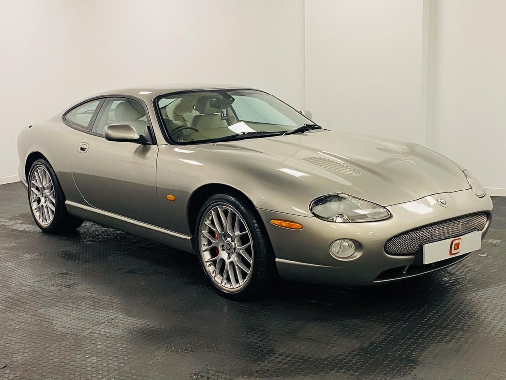 USED 2005 55 JAGUAR XKR 4.2 COUPE 2d 400 BHP ONLY 46,000 MILES + SERVICE HISTORY + 20 INCH ALLOYS + SAT NAV