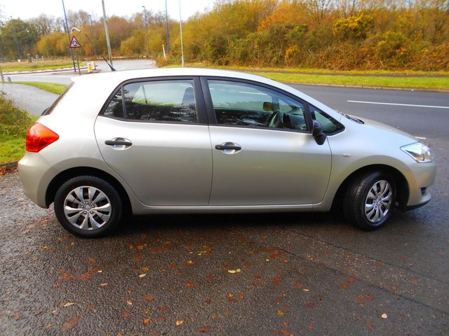 TOYOTA AURIS at Junction 44 Motor Company