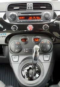 USED 2012 12 FIAT 500 0.9 C LOUNGE DUALOGIC 3d 85 BHP SENSORS, BLUETOOTH, ECO MODE!