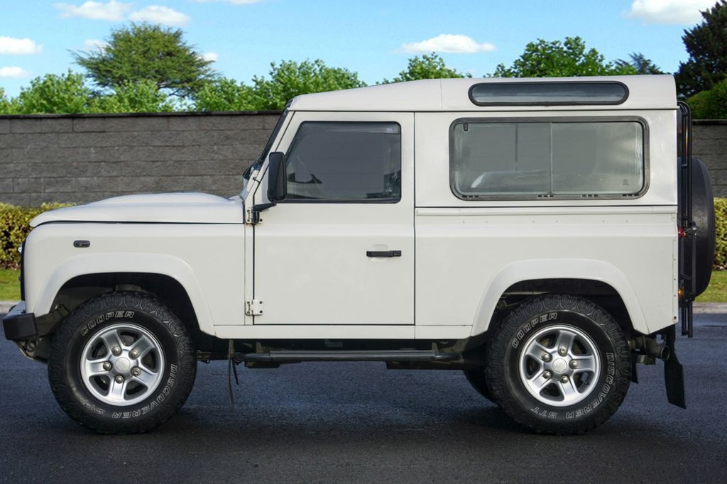 USED 2009 59 LAND ROVER DEFENDER 2.4L 90 COUNTY STATION WAGON 3d 122 BHP ONE Previous OWNER FULL SERVICE HISTORY