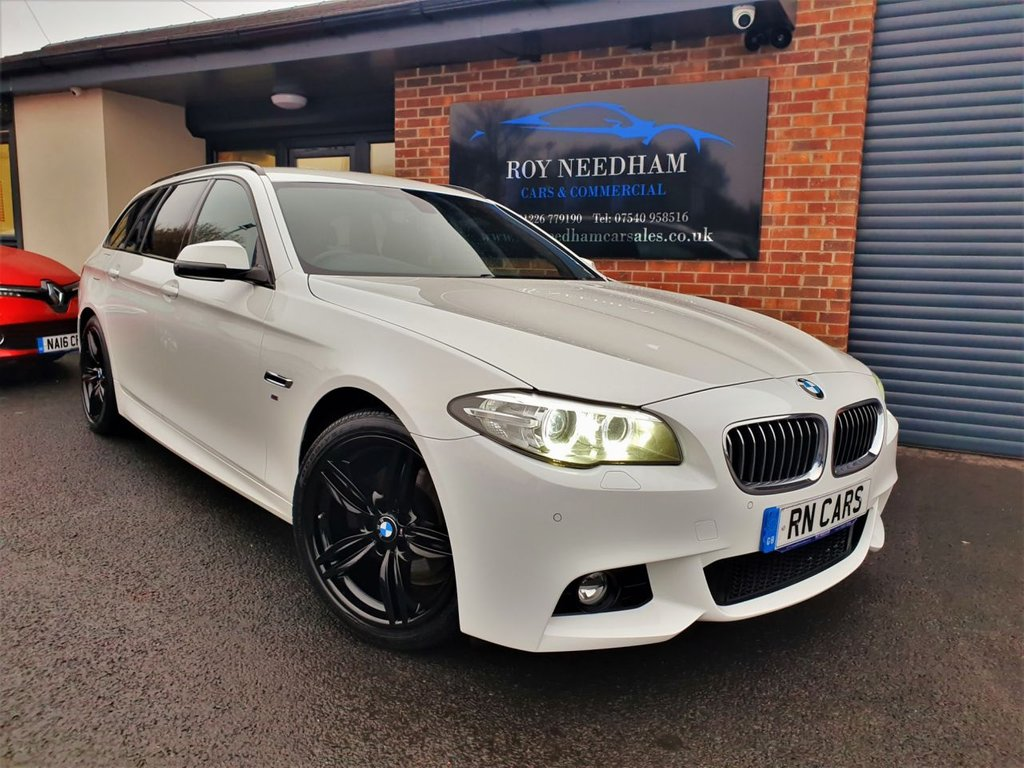"""USED 2014 14 BMW 5 SERIES 2.0 520D M SPORT TOURING 5d 181 BHP **WIDE SCREEN NAV - UPGRADED 19"""" ALLOYS**"""