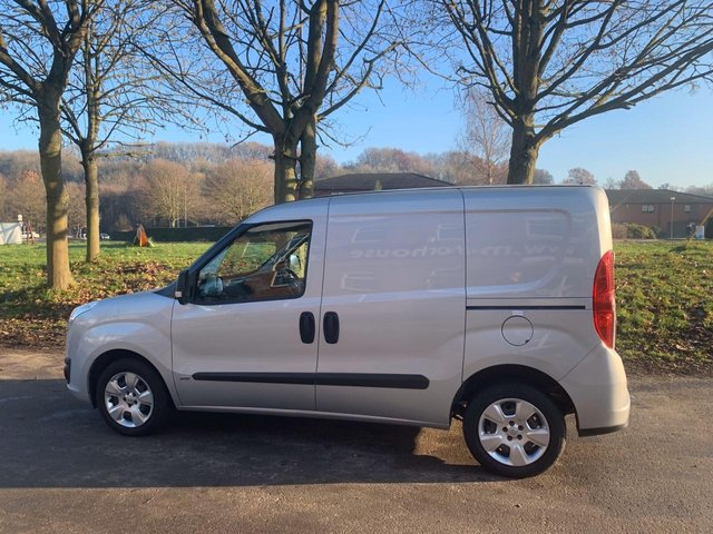USED 2014 64 VAUXHALL COMBO 1.2 2000 L1H1 CDTI SPORTIVE 90 BHP VAN EXCELLENT EXAMPLE IN SILVER