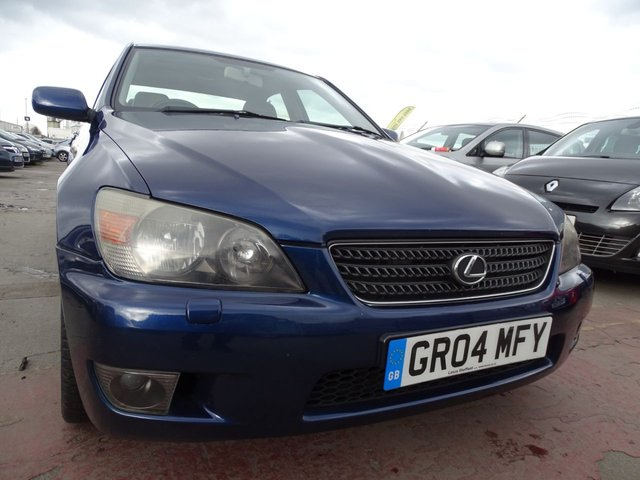 USED 2004 04 LEXUS IS 2.0 200 SE 4d 153 BHP VERY CLEAN EXAMPLE