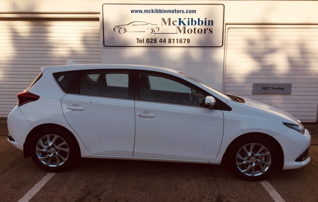 USED 2016 16 TOYOTA AURIS 1.6 D-4D BUSINESS EDITION 5d 110 BHP