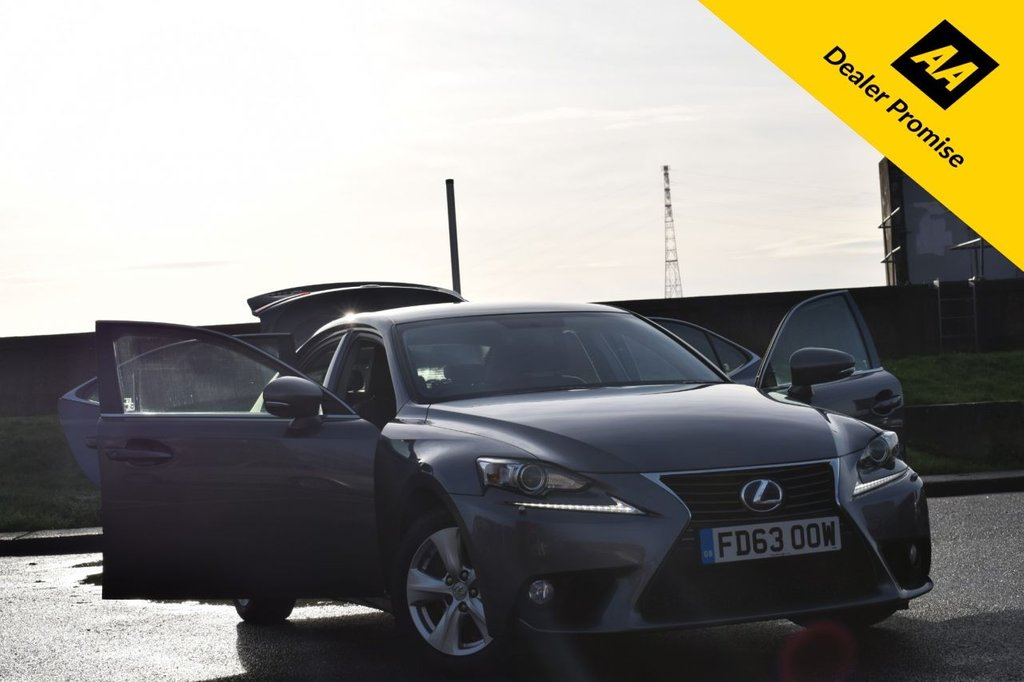 USED 2013 63 LEXUS IS 2.5 300H SE 4d 220 BHP