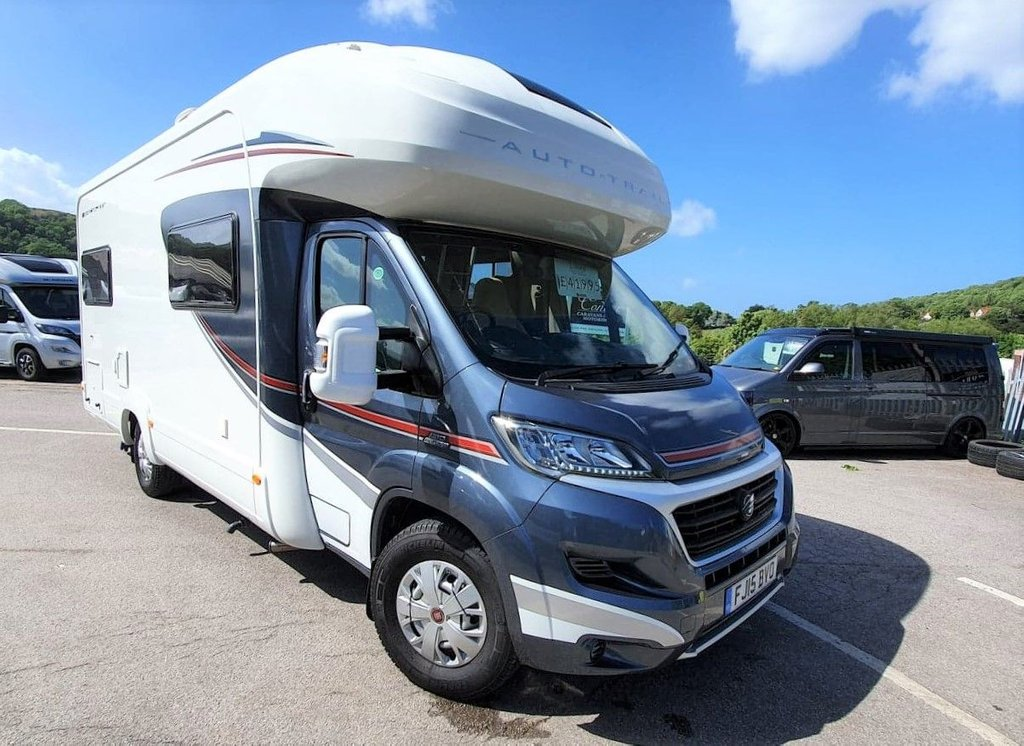 USED 2015 15 USED AUTO-TRAIL APACHE 700 HI-LINE U-SHAPE END  LOUNGE SOLAR - SATELLITE -TRACKER
