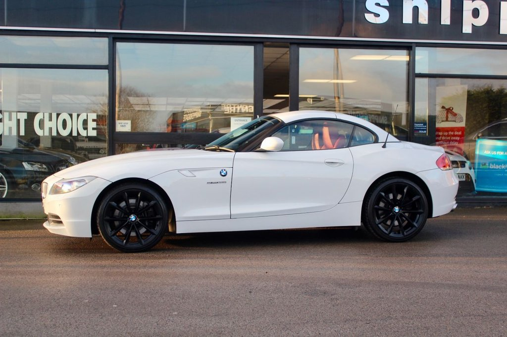 """USED 2009 59 BMW Z4 3.0 Z4 SDRIVE35I ROADSTER 2d 302 BHP Great Specification Alpine White Rare Manual Z4 35i, Red Leather Interior, Sports Seats, Heated Seats, Navigation System Professional, Bluetooth Mobile Phone, Headlight Cleaning System, Rain Sensor, Light Package, 19"""" LA Wheel V Spoke 296, Wind Deflector, 2 Keys and Book Pack, Full Service History."""
