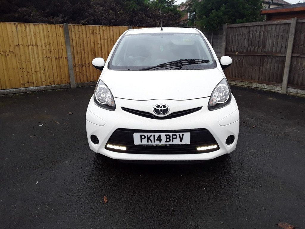 USED 2014 P TOYOTA AYGO 1.0 VVT-I MOVE WITH STYLE 5d 68 BHP SERVICE HISTORY, SATELLITE NAVIGATION, AIR CON, REAR PRIVACY GLASS