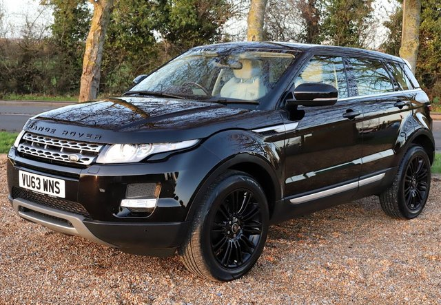 2013 63 LAND ROVER RANGE ROVER EVOQUE 2.2 SD4 PRESTIGE 5d 190 BHP AUTOMATIC/ PANORAMIC ROOF/ PARKING SENSORS/ NAVIGATION/ 19'IN ALLOYS/ HEATED SEATS