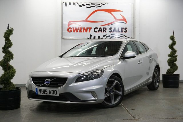 USED 2015 15 VOLVO V40 1.6 D2 R-DESIGN 5d 113 BHP CRUISE CONTROL, BLUETOOTH, HPI CLEAR