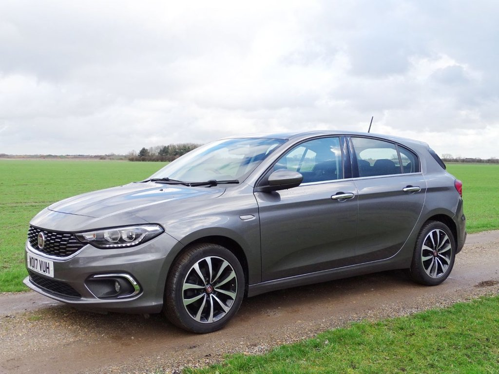 USED 2017 17 FIAT TIPO 1.4 LOUNGE 5d 94 BHP Nav