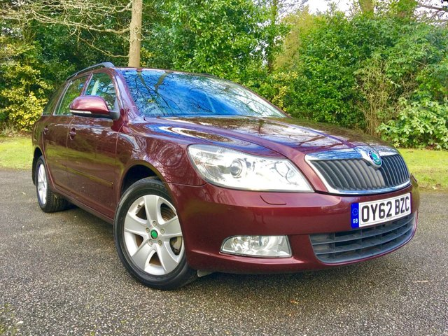 2012 62 SKODA OCTAVIA 1.4 ELEGANCE TSI DSG 5d AUTO 121 BHP ONLY 6,990 MILES/1 OWNER / FULL SKODA HISTORY X5 SERVICE STAMPS/ REAR PARK ASSIST