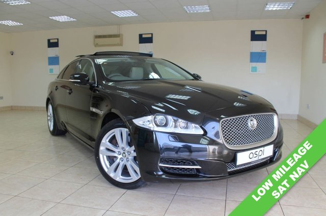USED 2013 63 JAGUAR XJ 3.0 D V6 PREMIUM LUXURY 4d 275 BHP IVORY LEATHER, SATELLITE NAVIGATION, ELECTRIC GLASS SUNROOF, PRIVACY GLASS, FRONT AND REAR PARKING SENSORS, ELECTRIC FOLDING MIRRORS, ELECTRIC FRONT SEATS - DRIVERS WITH MEMORY, 19 INCH ALLOYS, LOW MILEAGE