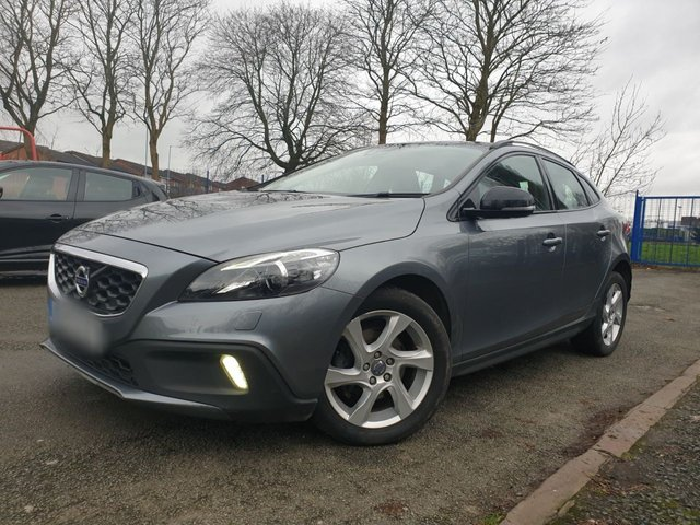 USED 2014 14 VOLVO V40 1.6 D2 CROSS COUNTRY LUX 5d 113 BHP 2KEYS+LEATHER+17ALLOYS+AIRCON+20ROADTAX+MEDIA+LOWMILE+ELEC+AUX+