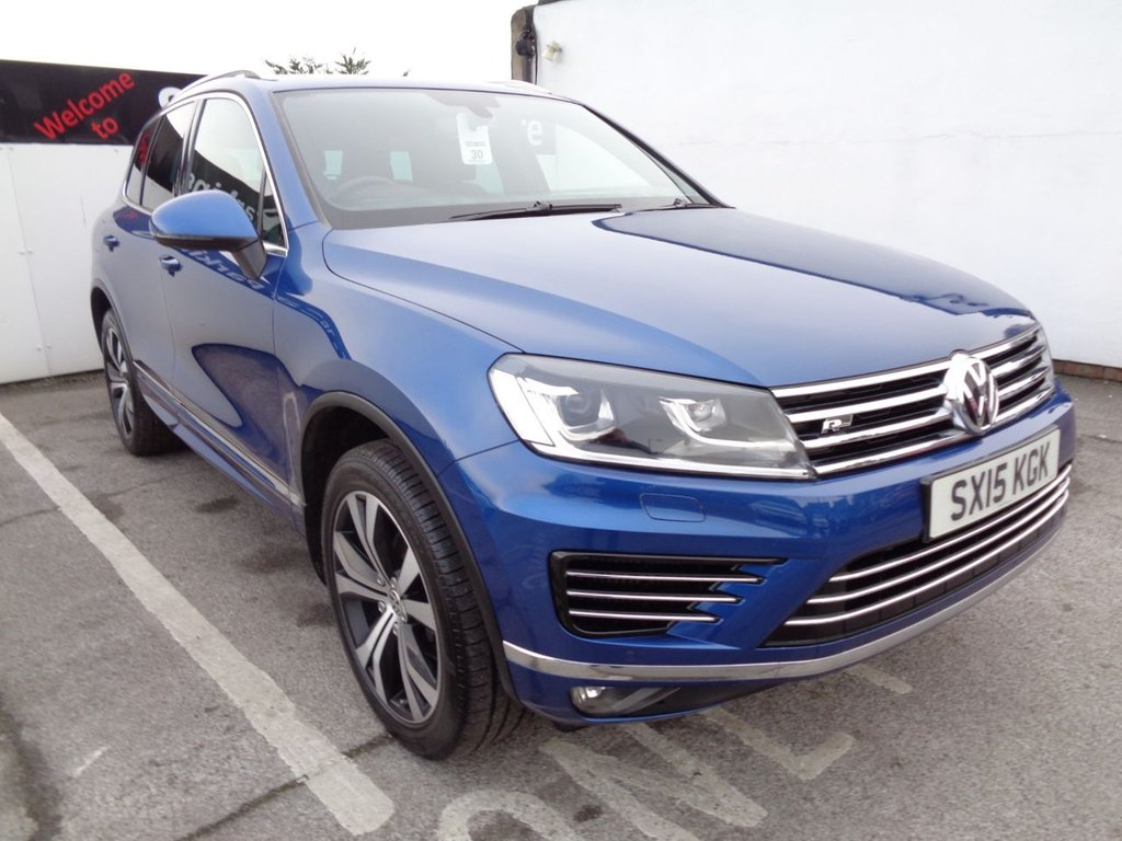 """USED 2015 15 VOLKSWAGEN TOUAREG 3.0 V6 R-LINE TDI BLUEMOTION TECHNOLOGY 5d 259 BHP 4x4 awd 4wd supplied with Satellite navigation bluetooth  full service history 6 stamps  privacy glass  panoramic roof  20"""" alloy wheels climate & cruise control"""