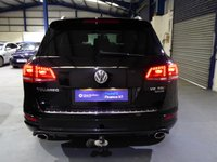 USED 2014 14 VOLKSWAGEN TOUAREG 3.0 TDI V6 BlueMotion Tech R-Line Tiptronic 4x4 (s/s) 5dr