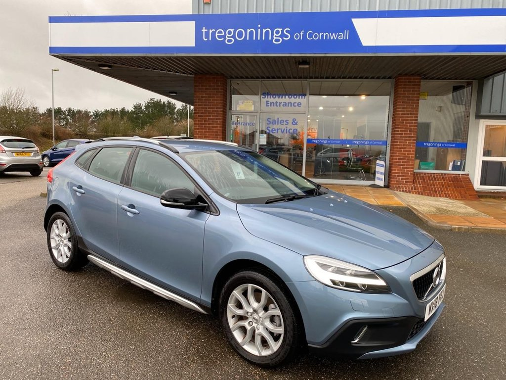 USED 2018 18 VOLVO V40 2.0L T3 CROSS COUNTRY PRO 5d 150 BHP