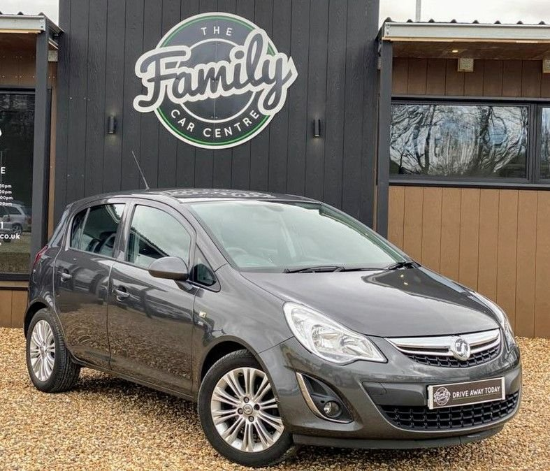 USED 2011 61 VAUXHALL CORSA 1.4 SE 5d 98 BHP ***9 THOUSAND MILES FROM NEW***