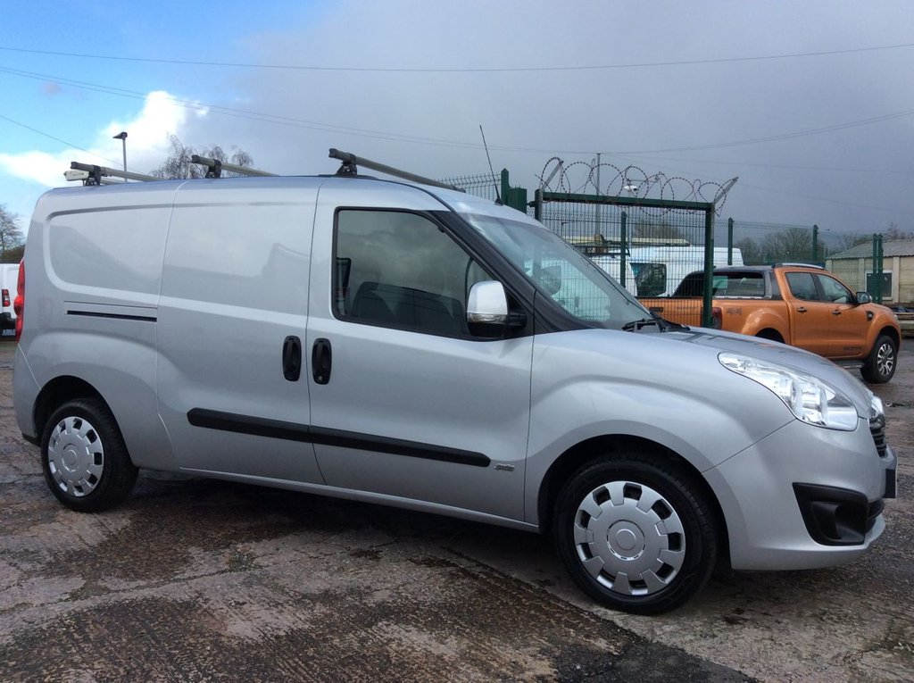 USED 2015 65 VAUXHALL COMBO VAN 1.3 2300 L2H1 CDTI S/S SPORTIVE 90 BHP 1 OWNER FSH NEW MOT AIR CON ROOF RACK RACKING FREE 6 MONTH WARRANTY INCLUDING RECOVERY AND ASSIST NEW MOT AIR CONDITIONING ROOF RACK RACKING EURO 5 REAR PARKING SENSORS TWIN SIDE LOADING DOORS ELECTRIC WINDOWS BLUETOOTH SIDE AND BACK DOOR SECURITY LOCKS