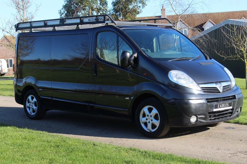 USED 2011 11 VAUXHALL VIVARO 2.0 2900 CDTI SPORTIVE 113 BHP Long wheel base - black - sportive -